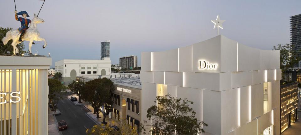 灵感来自裙摆的Dior迈阿密专卖店